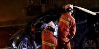 贵州:轿车夜行撞隧道路沿 龙里消防紧急救援伤者 - 消防网