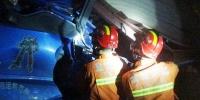 两车追尾司机被困 盐城消防立即破拆转移 - 消防网