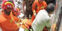 广东罗平一男子臀部被收割机卡住 消防成功救助 - 消防网