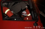 凌晨货车追尾 安顺西秀消防紧急救援 - 消防网
