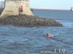 泉州:囧!不识潮汐两男子第一次海边游玩就被困 - 消防网
