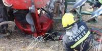拖拉机行驶途中侧翻一人被困 内蒙古消防快速营救 - 消防网