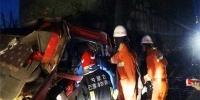 两大货车追尾一人被困 内蒙古消防迅速营救 - 消防网