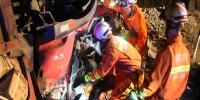 货车撞护栏致驾驶员遇难 贵州松桃消防施救 - 消防网
