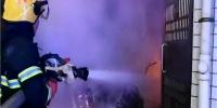 湖南益阳:居民楼突发大火8人被困 朝阳消防紧急救援 - 消防网