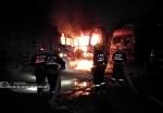 广西宁明:大货车燃起熊熊大火殃及旁边车辆 - 消防网