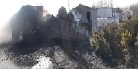 拉煤车侧翻起火危及周边房屋 消防迅速出击扑救 - 消防网