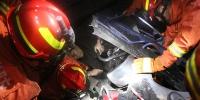 操作不当致煤堆坍塌 消防救出1名被困者 - 消防网