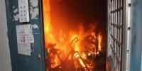 宏业综合楼楼道起火 内蒙古锡林郭勒消防灭火疏散群众 - 消防网