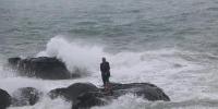 一人被困礁石泉州多部门联合救援 - 消防网