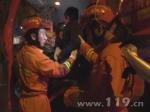 货车追尾酿祸两人被困 江苏盐城消防牵引救援 - 消防网
