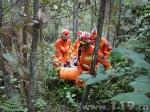 轿车坠崖驾驶员受伤被困 云南双柏消防开辟救生通道 - 消防网