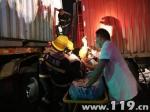 半挂车与货车相撞1人被困 浙江长兴消防火速救援 - 消防网