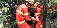 湖南郴州两货车追尾致司机被卡 永兴消防破拆救援 - 消防网