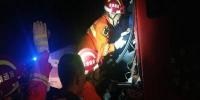 两货车追尾一人不幸被困 江苏南通消防紧急营救 - 消防网