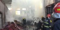 江苏常州仓库香烛烟花起火酿险消防紧急处置 - 消防网